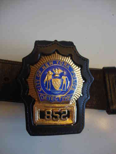 N.Y.P.D. DETECTIVE BADGEHOLDER CLIP ON